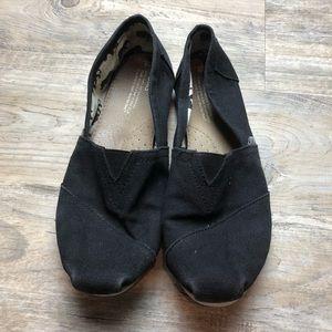 ⬇️ $20 Toms women's black slip on canvas shoes